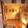 17日(金)24時まで、新宿ゴールデン街のバーで夜だけ開催中の個展の様子を、写真で紹介!