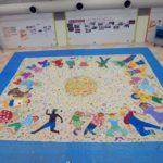 保育士・幼稚園教諭を目指す学生さんたちと8×8mの布に絵を描きました