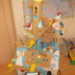 コロナ自粛期間中にダンボールで作って改造を続けたダンボールのお城を紹介します。