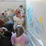 本日2/28(土)~3/4(水)、武蔵小金井駅前のガラス張りのスペースで、保育園壁画の再現展示など!