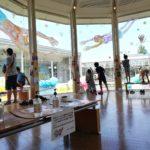 2020夏の振り返りその2。コロナ対策しつつ幅30mほどの大きなガラスに総勢160人で絵を描くワークショップをしてきたよ。キラリ☆ふじみ サーカスバザール